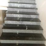 Stepenice od materijala Nero Marquina i Bianco Carrara